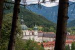 © Olaf Herzog<br />Kloster Ettal mit seiner barocken Basilika und der Rokoko-Sakristei, ist umgeben von malerischen Bergen, Gebirgswald und Königsschlössern.