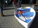 Apropos Boot; das konnte man günstig kaufen inkl. Ruder und Loch für den Segelmast.